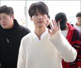 엔, '공항에서도 잘생김'