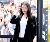설현, '강남 들썩이게 만든 미모'