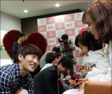 박지헌, '육남매 낳은 고생한 아내 세족'