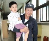 박건형, '귀여운 아들과 함께 투표소 방문'