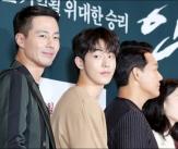 조인성, '원근법 싹 무시하는 얼굴크기'