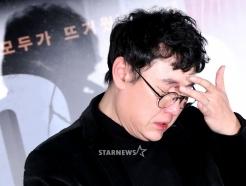 눈물 흘리는 장준환 감독