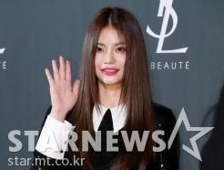 안다, '승리 뮤직비디오의 그녀'