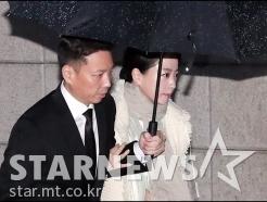 노현정, '정주영 명예회장 제사 참석'