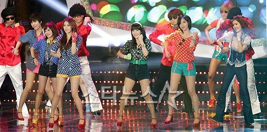 [★포토]티아라, 복고소녀들의 '롤리폴리'