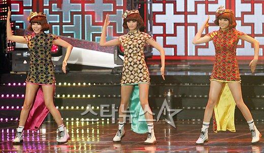 [★포토]오렌지캬라멜, 각잡힌 로보트 댄스!