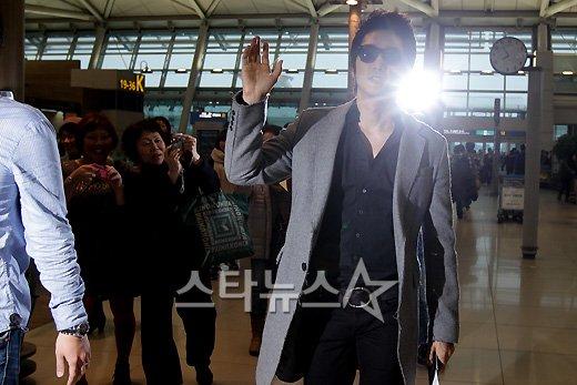 [★포토]송승헌, 공항서도 빛나는 한류스타