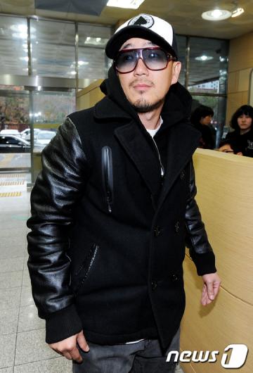 [★포토]DJ DOC 이하늘, 명예훼손 혐의 출석
