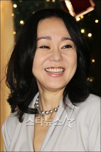 [★포토]'웃음꽃 활짝 핀 김윤진'