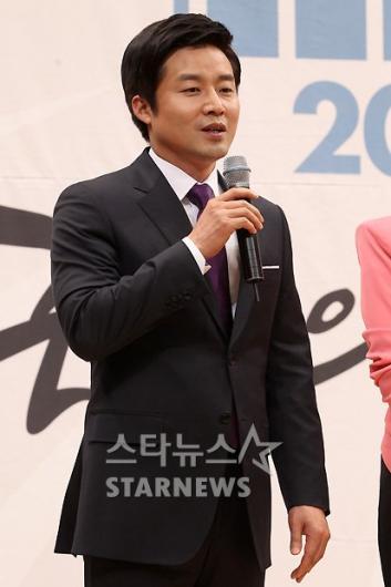 [★포토]편상욱, '최첨단 기법이 사용된 개표방송'