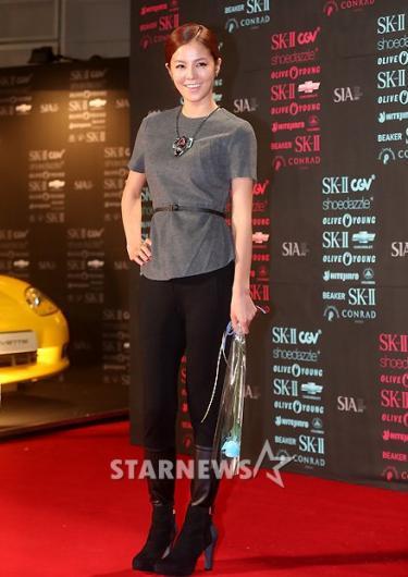 [★포토]김성은, '드레스는 과감히 벗고'