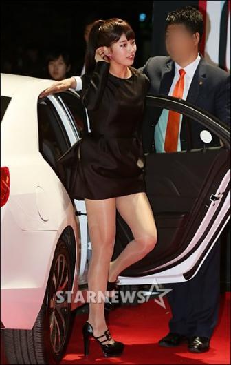 [★포토]수지 '부담스런 초미니 드레스'
