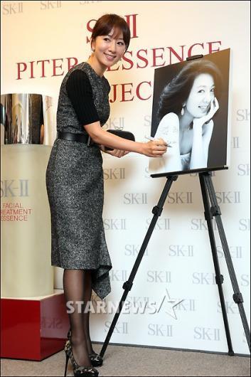 [★포토]김희애 '나이를 잊은 동안얼굴'