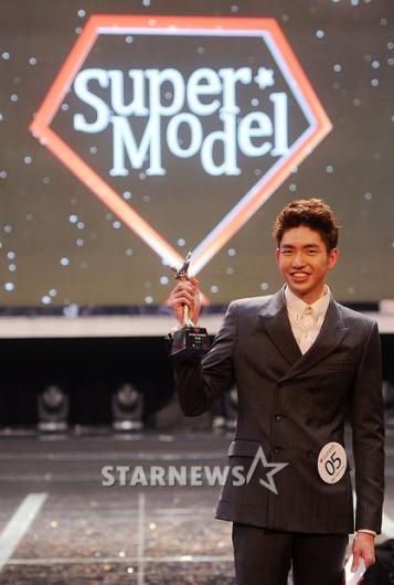 [★포토]김경원 '제가 바로 2012 슈퍼모델 대상입니다'