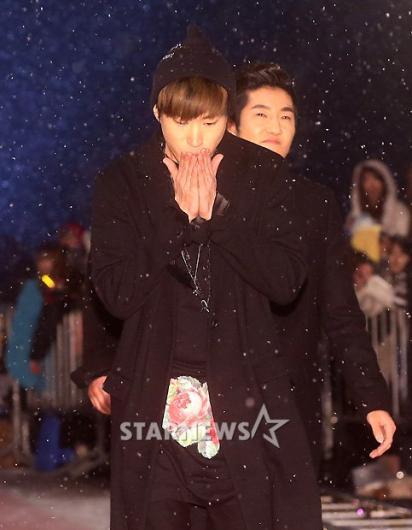 [★포토]타블로, '날씨가 너무 추워요'