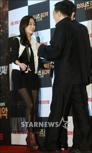 [★포토]전혜빈 '성룡 아저씨 반가워요~'
