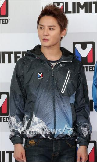 [★포토]김준수 '아웃도어만 입었을 뿐인데'