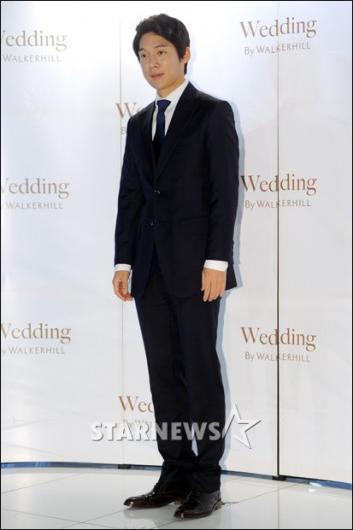 [★포토]송창의 '(백)지영 누나, 결혼 축하드려요!'
