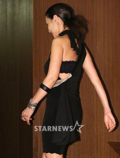 [★포토]김혜리, '파격적인 뒤태'