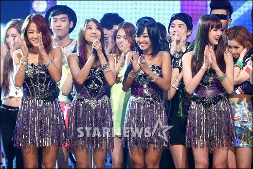 [★포토]씨스타, 3주 연속 1위...트리플 크라운 달성!