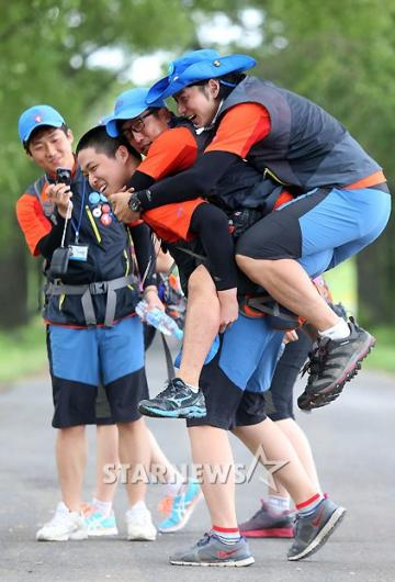 [★포토]송일국, 대원들과 즐거운 시간