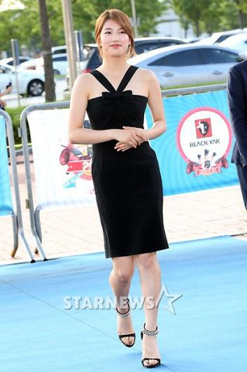 [★포토]수지, 블루카펫 위 국민여동생!