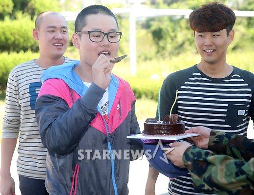 [★포토]'입대' 최효종, 케이크가 그리울거야!