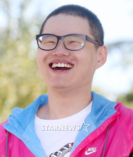 [★포토]'입대' 최효종, 삭발 잘 어울리죠?