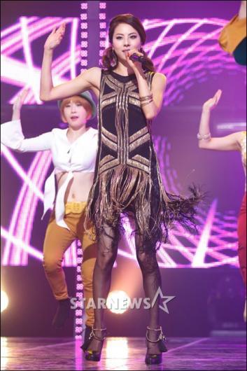 [★포토]박지윤, 빛나는 각선미!