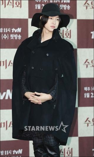 [★포토]슈주 희철 '한 겨울의 마녀(?) 패션'
