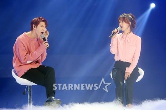 [★포토]박소현, 아이돌과 호흡도 척척!