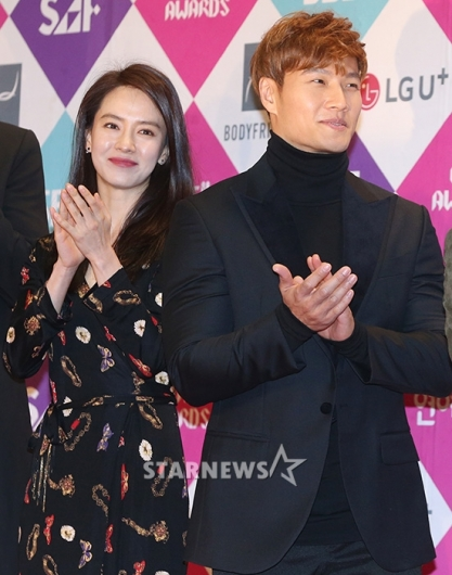 [★포토]송지효-김종국, '런닝맨 멤버들과 함께왔어요'