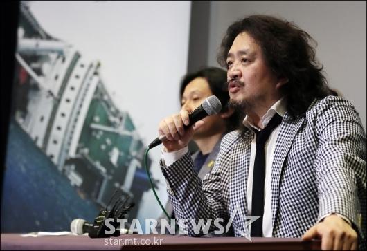 [★포토]질의에 답하는 김어준 총수
