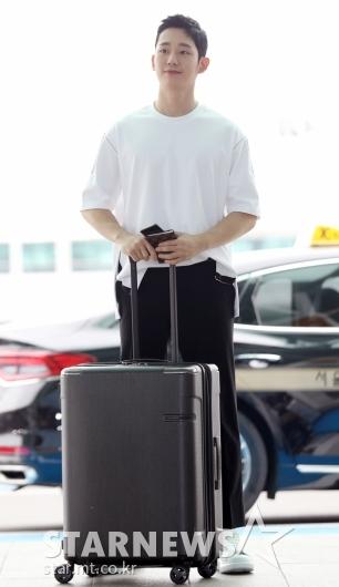 [★포토]정해인, '내 짐은 내가 직접'