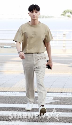 [★포토]박서준, '큰 키로 공항 런웨이'
