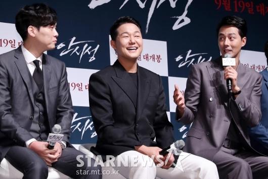 [★포토]박성웅, '박병은-조인성 말에 함박미소'