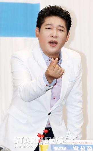 [★포토]박상철, '무조건' 부르며 하트 뿅