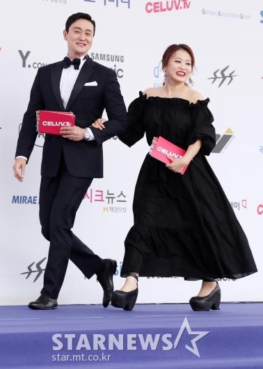 [★포토]김원효-심진화, '블루카펫 진행 맡았어요'