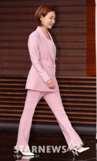 [★포토]정애리, '화사한 핑크 수트'