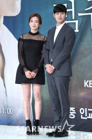 [★포토]포즈 취하는 안지현-김현중