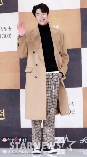 [★포토]윤현민, '코트가 잘 어울리는 남자'