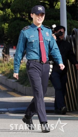 [★포토]김준수, '21개월간의 복무 마치고 전역'
