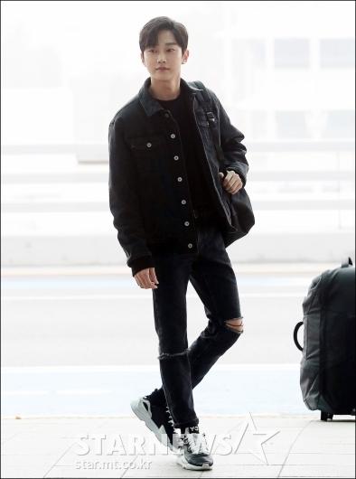 [★포토]진영, '올블랙으로 멋낸 공항패션'