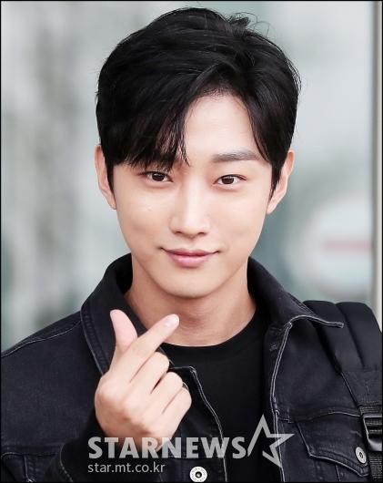 [★포토]진영, '애교 하트 발사'