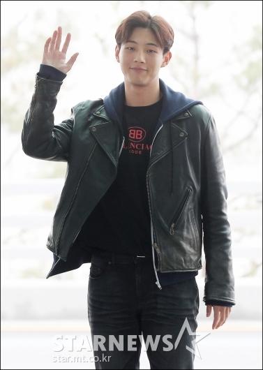 [★포토]지수, '싱가포르 출국해요'