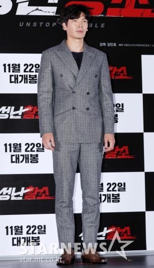[★포토]김성오, '훤칠한 수트핏'