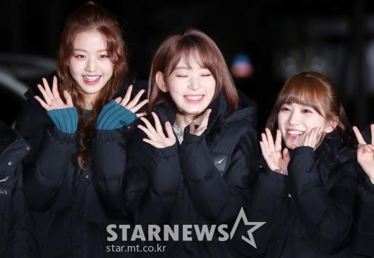 [★포토]장원영-사쿠라-나코, '소녀 미소 꺄르르'