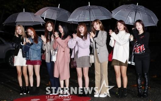 [★포토]구구단, '8인조 재편 후 첫 뮤뱅 출근길'
