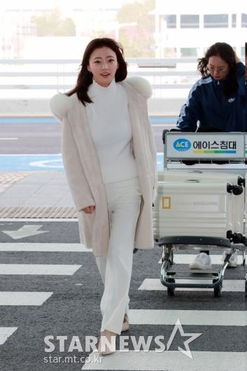 [★포토]송하윤 '올 화이트 공항패션'