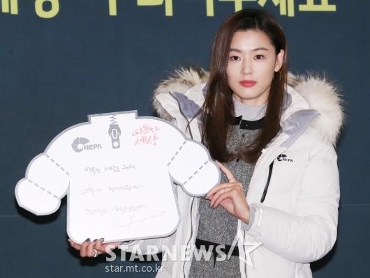 [★포토]전지현, '올 겨울 따뜻하게 보내세요'